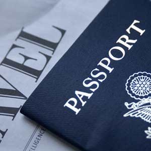 Pasaporte sobre escritorio