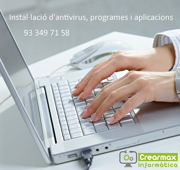 Datos Servicio Técnico Manos en teclado de portátil