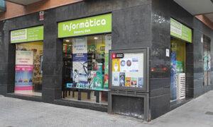 fachada de la tienda Crearmax Informática en Barcelona